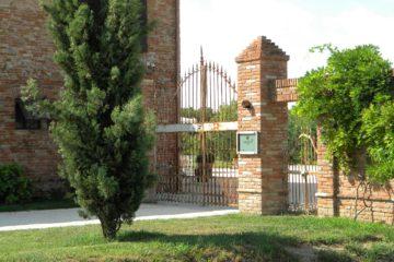 Il cancello d'ingresso a Borgogelsi