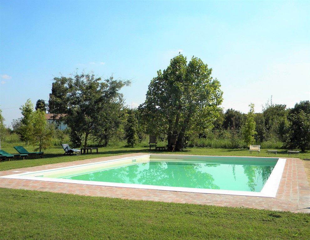 La piscina di Borgogelsi